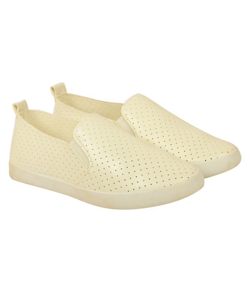 D SHOE LOUNGE White Casual Shoes