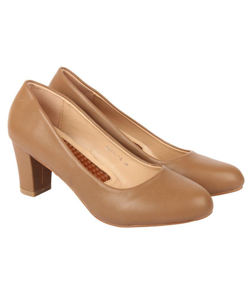 D SHOE LOUNGE Khaki Block Heels