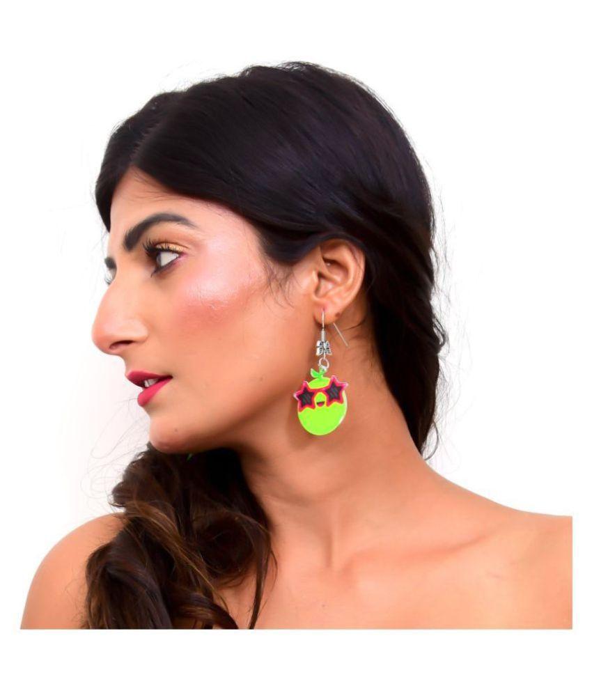 Vogue on the Beach Dangling Earrings